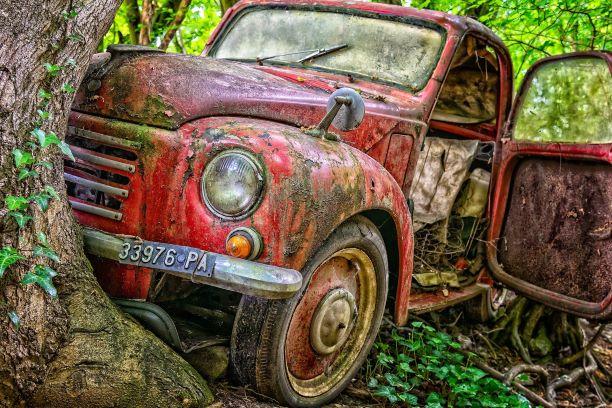 ביטוח תאונות אישיות- רכב אדום