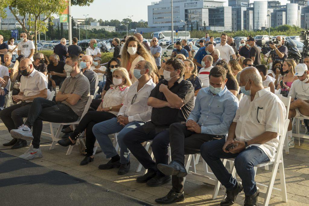 אבי לוזון, רז קינסטליך, רמי גרינברג, טובי ועתליה שמלצר, דניאל איזיקוביץ ולירון גולדנברג במהלך הטקס.